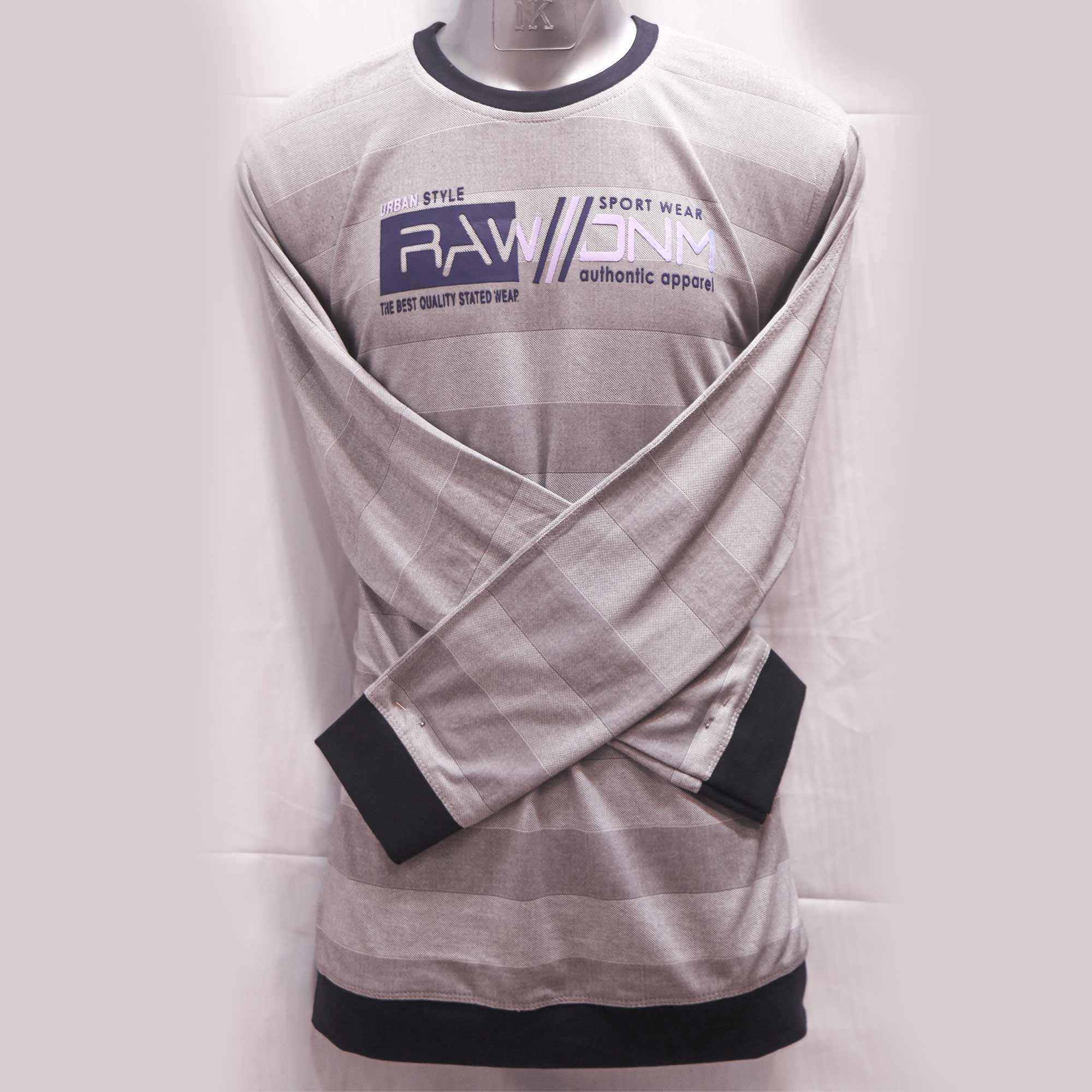 Black border in full hand T-shirt Round-Throat For Stylish man gray color blends with the white